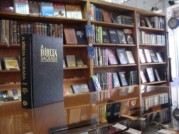 Bíblia no balcão