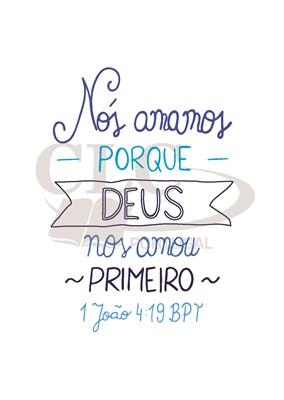 Postal 1 João 4:19 tamanho grande