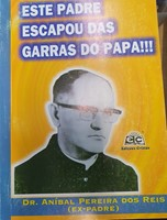 Este padre escapou das garras do Papa!!!